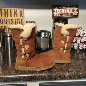 Ugg Bailey triple button boots 6.5